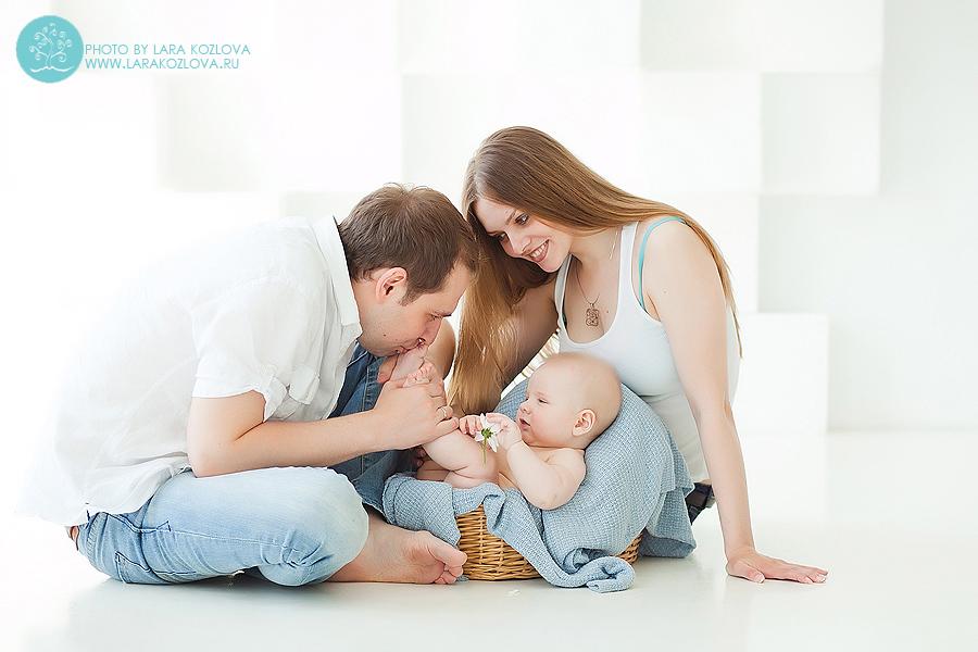 Семейная фотосессия с малышом в студии Москва