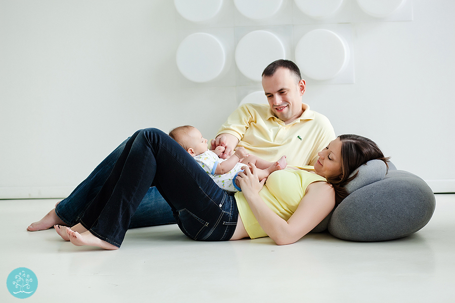 фотосессия малыша в студии с естественным светом